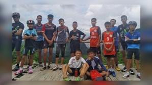 Netflix prepara série sobre resgate de equipa de jovens futebolistas de gruta na Tailândia