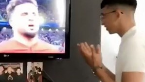 Vídeo de muçulmanos a rezar por jogadores da Inglaterra torna-se viral