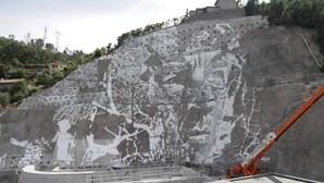 Vhils inaugura obra na Barragem da Caniçada
