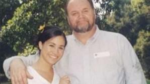 Pai de Meghan Markle admite ter tomado drogas quando cuidava da filha
