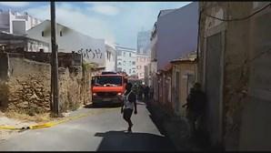 Incêndio em prédio devoluto na zona da Penha de França em Lisboa
