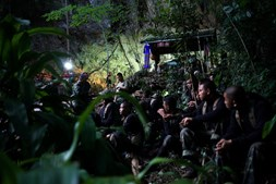 Equipas de resgate de jovens presos em gruta da Tailândia