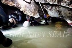 Militares tenta chegar a jovens presos em gruta da Tailândia