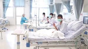 As primeiras imagens dos meninos tailandeses a recuperar no hospital