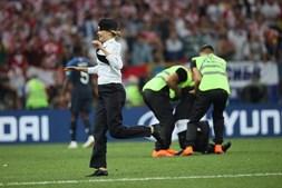 Pussy Riot invadem o campo do Mundial 2018