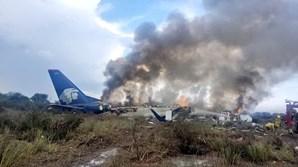 Avião cai no México