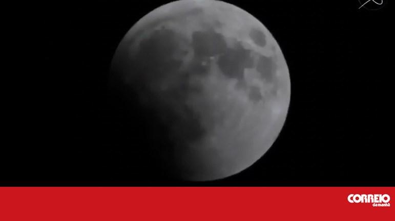 cf05e1949 Veja as imagens em direto do maior eclipse total da Lua - Mundo - Correio  da Manhã