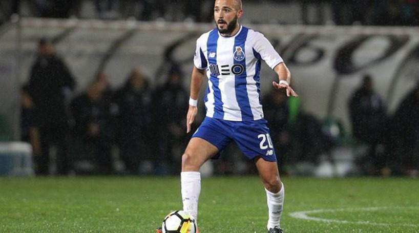 André André deixa FC Porto e reforça Vitória de Guimarães por três anos a5ea2d707d87a