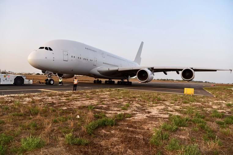 A380 da Hi Fly à chegada a Malta