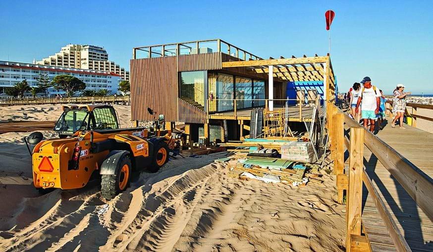 Época balnear de 2018. Proprietários das concessionárias queixam-se de obras inacabadas nos seus estabelecimentos na praia de Montegordo, Algarve.