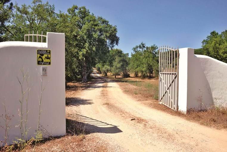 Entrada do empreendimento rural, na aldeia de Portela, em Azeitão, onde ocorreu o trágico acidente