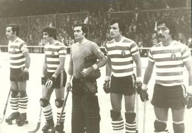 Júlio Rendeiro (esq.), António Livramento, Ramalhete, Chana e João Sobrinho - a equipa do Sporting que venceu a Taça dos Campeões Europeus de 1976/77