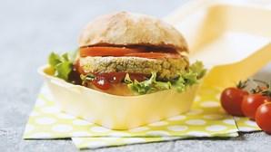 Receita saudável que as crianças vão adorar: hambúrguer vegetariano de brócolos, grão e milho