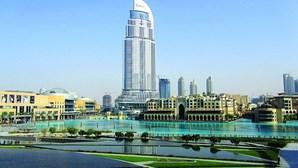 Emirados Árabes Unidos descriminalizam consumo de álcool e proibição de casais solteiros viverem juntos