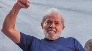 PT formaliza candidatura de Lula da Silva às presidenciais do Brasil