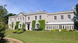 Casal usa rifas de 15 euros para vender mansão milionária