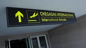 Teia de restrições prende português no aeroporto de Maputo desde quinta-feira