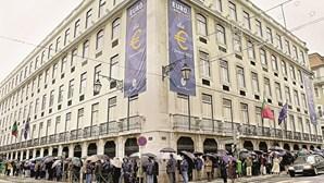 Portugueses guardam 15 milhões em escudos