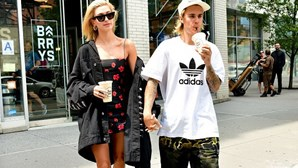 Mulher de Justin Bieber faz tatuagem de palavra em português