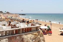 Esplanada da Praia do Inatel, em Albufeira