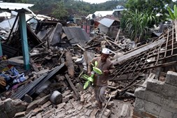 Sismo em Lombok fere milhares de pessoas e deixa rasto de destruição na Indonésia