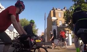 Condutor tenta atropelar ciclistas em Londres