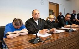Casal condenado a prisão por vender filho a pedófilos na Internet