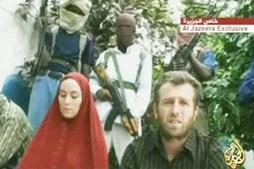 Amanda e Nigel durante o sequestro na Somália
