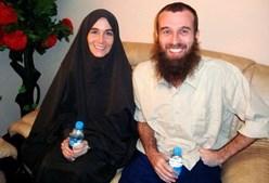 Amanda e Nigel logo após serem libertados na Somália