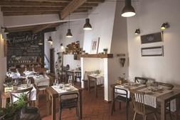 A mercearia gadanha, em Estremoz, tem propostas surpreendentes com inspiração alentejana. A garrafeira também é assinalável