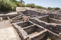 As ruínas romanas de Tróia são dos principais sítios arqueológicos do país