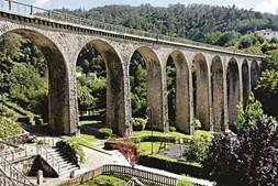 Antiga ponte ferroviária é a construção mais imponente da vila de Vouzela