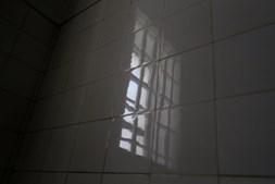 O interior de uma das celas da antiga prisão