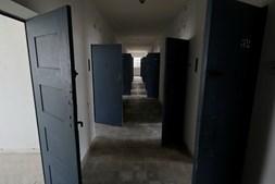 O corredor da antiga prisão de Peniche