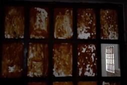 As grades da antiga prisão de Peniche