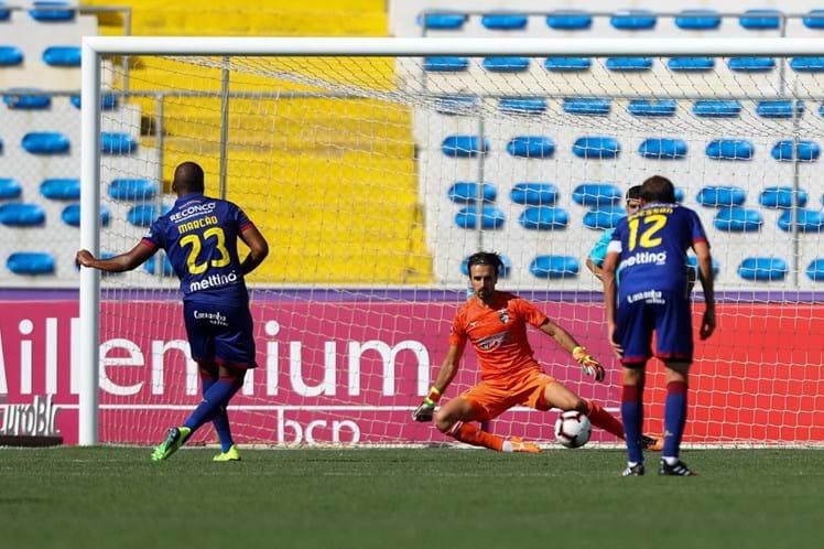 Desportivo de Chaves vence Portimonense e soma primeiros pontos ... ce8320412d49f