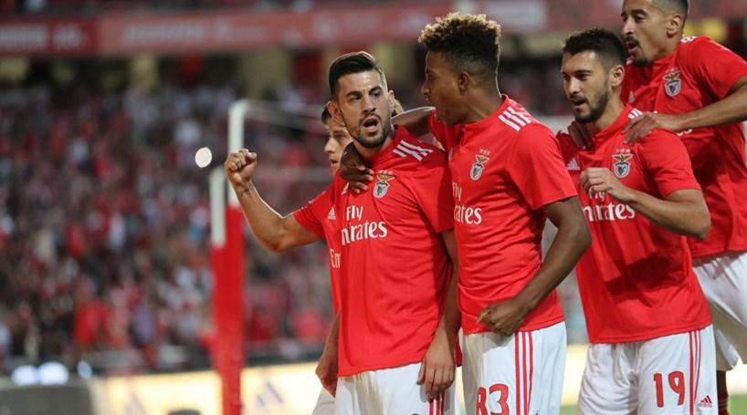b24b30fb958c9 Benfica derrota V. Guimarães em casa com  hat-trick  de Pizzi ...