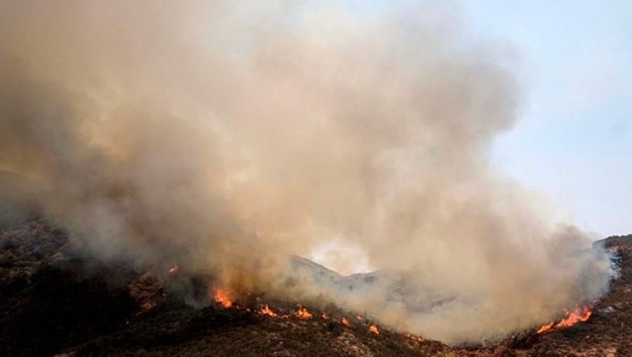 Nuvem de fumo dos incêndios, na Califórnia