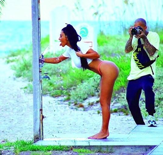 Kim Kardashian tem novo bumbum