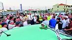 Taxistas em protesto resistem a sol abrasador em Faro