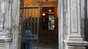 Farmacêutica e médico condenados no Porto a prisão efetiva por esquema de receitas falsas