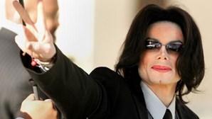 Boneca e fotos de bebés descobertas no quarto onde Michael Jackson foi encontrado morto