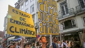 Mais de um milhar de pessoas desfilaram em Lisboa em defesa do ambiente