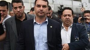 Filho de Bolsonaro recebeu 48 depósitos suspeitos em cinco dias