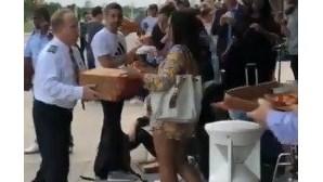 Piloto compra pizzas para 159 passageiros depois do voo ser desviado