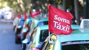 Taxistas preparam-se para continuar protesto por tempo indeterminado