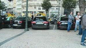 Protesto dos taxistas condiciona trânsito nos Aliados