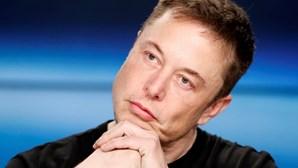 A pergunta que Elon Musk faz que coloca os entrevistados a coçar a cabeça