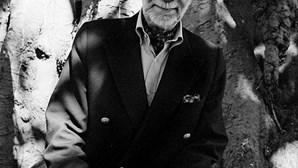 """José-Augusto França era """"uma das maiores figuras culturais do Portugal contemporâneo"""", afirma Marcelo"""