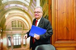 O ministro da Cultura, Luís Filipe Castro Mendes, tem a pasta da Comunicação Social